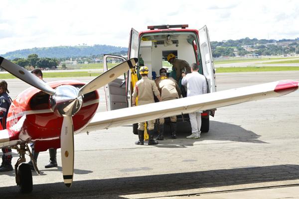 Paciente grave é transferida de Pato de Minas para Goiânia graças aos Bombeiros e CRE